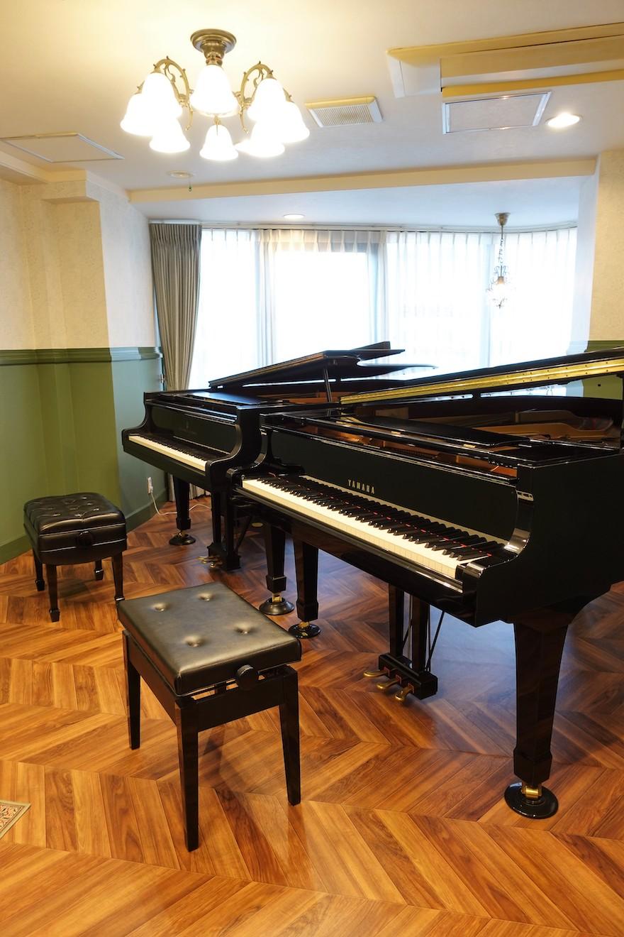2台の本格的なグランドピアノ